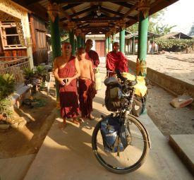 2017-03-23, Filbo Myanmar,Reg. Daik-U,DSCN4491